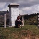 Pomníčem obětem zdejších válek na Čakoru