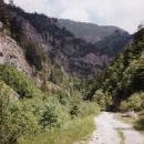 Cesta do Kosova už je dlouho nepoužívaná, skoro se ztrácí