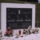 Na památku osádky vrtulníku armády ČR, která zde zahynula při plnění úkolu 25.10.1998