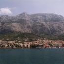 Odplouváme na Brač a máme krásný výhled na Makarskou pod horami
