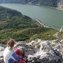 Ze skály shlížíme do soutěsky Dunaje
