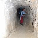 V tunelu
