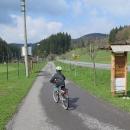 A o pár serpentin níž v údolí začíná cyklostezka podél  Vsetínské Bečvy