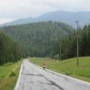 Počáteční mírné stoupání krajinou voňavých lesů a luk je záhy vystřídáno dlouhým sjezdem k řece Dunaj.