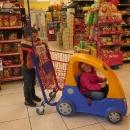 Nakupování děti baví.