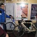 Přes celou Prahu se nám po ránu nechce na kole.