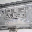 Takhle vysoko je nádraží v Dobřichovicích.