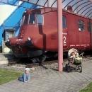 Vlak Slovenská strela před vchodem do muzea