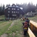 Chata Skalka - první ze série horských chat na hřebeni Beskyd. My ale spíme o kousek dál...
