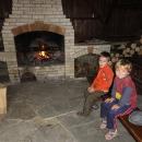 Večeři si pečeme nad ohněm