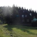 Chata Kotař v ranním slunci (a protisvětle)