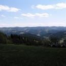 Pohled z Hostýnsko-Vsetínských vrchů na hřeben Javorníků