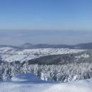 Výhledy z Klepáče do polského výběžku za nímž se tyčí Orlické hory