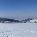 Panorama kláštera Hedeč s pozadím hřebene Suchého vrchu