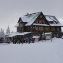 Chata Paprsek - rádi sem chodíme, ovšem v zimě je tu nával jak sjezdařů, tak i běžkařů.