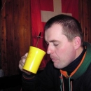 Luděk pije čaj