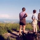 Rozhled z Velké Javořiny máme i s výkladem od místního cyklisty - zná všechny kopce v okolí