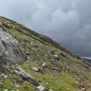 Ledva jsme vylezli pár desítek metrů, nebe nad vrcholem se začalo černat a opět další hrom se rozezněl horami.