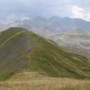 Cesta se konečně zlomila, proběhli jsme ještě pár nižších vrcholků...