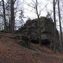 Stanuli jsme na vrcholu Veřejové skály, údajném místu vstupu do hory Blaník