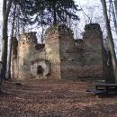 Pod vrcholem Malého Blaníku stojí torzo kaple Sv.Máří Magdaleny