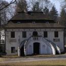 V tomto zahradním domečku žije majitelka zámku, hraběnka Hildprandtová