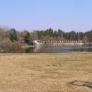 Ohlédnutí se za táborem z druhé strany Ostrého rybníka