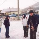 Drobně sněží a my se chystáme zdolat Boreč, ten malý kopeček v pozadí.