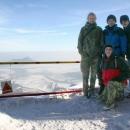 V mrazivém počasí pózujeme na vrcholu Milešovky