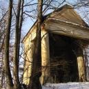 V bývalém zámeckém parku v Milešově jsme objevili tuto chátrající kapli