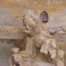Kaple chátrá, strop se odlupuje, Ježíš vypadá jako hodně nemocný...
