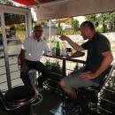 Majitel nás na oplátku zve – na co jiného v Bosně – na kávu.