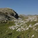 Všude kolem nás se pasou ovce – dokonale maskované, od bílých obrovských balvanů nejsou skoro k rozeznání.