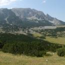 Vydáváme se tedy planinou Ulobiči směrem ke srázům Magliče.