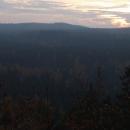 Na brdské lesy padá soumrak