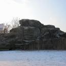 Ze severní strany je ale patrný větší kus zdi dokládající bývalou tvrz Myšlín