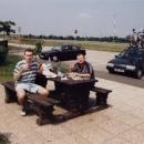 Dva řízci cpou se dvěma řízky na maďarské benzínce MOL