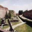 Výstavka válečné techniky v bývalém hradním příkopu