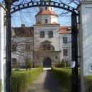 Vstupujeme do zahrad zámku v Častolovicích