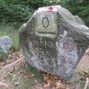 Historické kameny přímo na čáře. Koho připomínají?