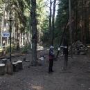 Železniční zastávka Kaproun je ukrytá v lesích