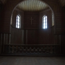 Interiér dřevěné kaple