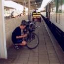 Na nádraží v Klatovech kontrolujeme stav vzduchu v pneumatikách
