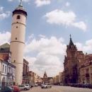 Šikmá věž je dominantou náměstí v Domažlicích