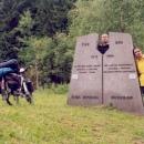 Zajímavý památník přestřižení železné opony u Nových Domků