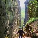 Průchod skalami směrem k Drábským světničkám