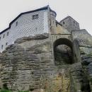 Ještě jsme si hrad obešli kolem dokola a pak jedeme autem do Prachovských skal