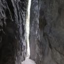 Je to také neustále nahoru a dolů, skalní průlezy atd.