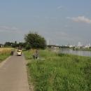 Okolí řeky se k večeru, přibližně za příšernou chemičkou v Nünchritzu, mírně zvedlo.