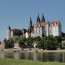 Katedrálu s hradem Albrechtsburg máme z opačného břehu nádherně nasvícenou dopoledním sluncem.
